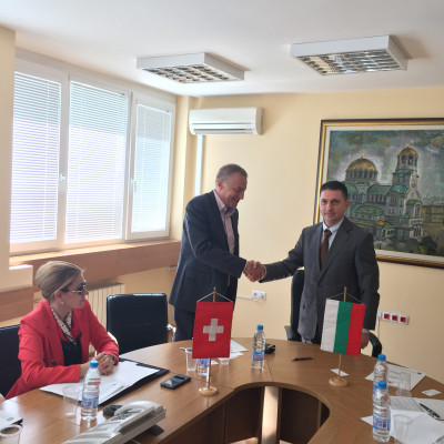 Mosy - Signing a contract in Bulgaria